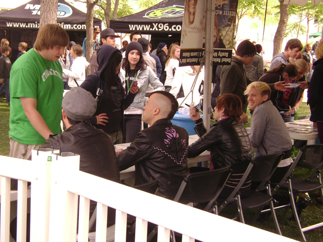 neon trees signing
